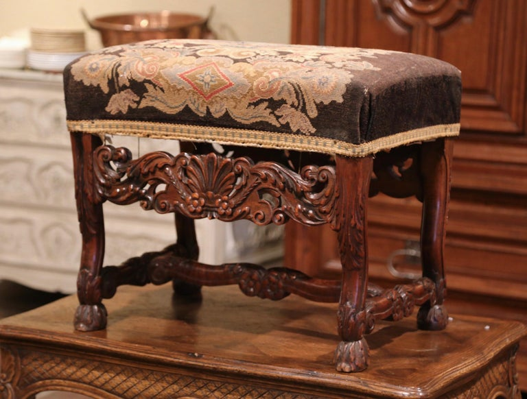 Hand-Carved 19th Century French Louis XIV Carved Walnut Stool with Needlepoint Tapestry For Sale