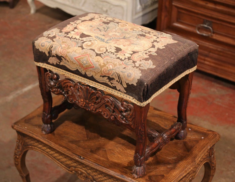 19th Century French Louis XIV Carved Walnut Stool with Needlepoint Tapestry In Excellent Condition For Sale In Dallas, TX