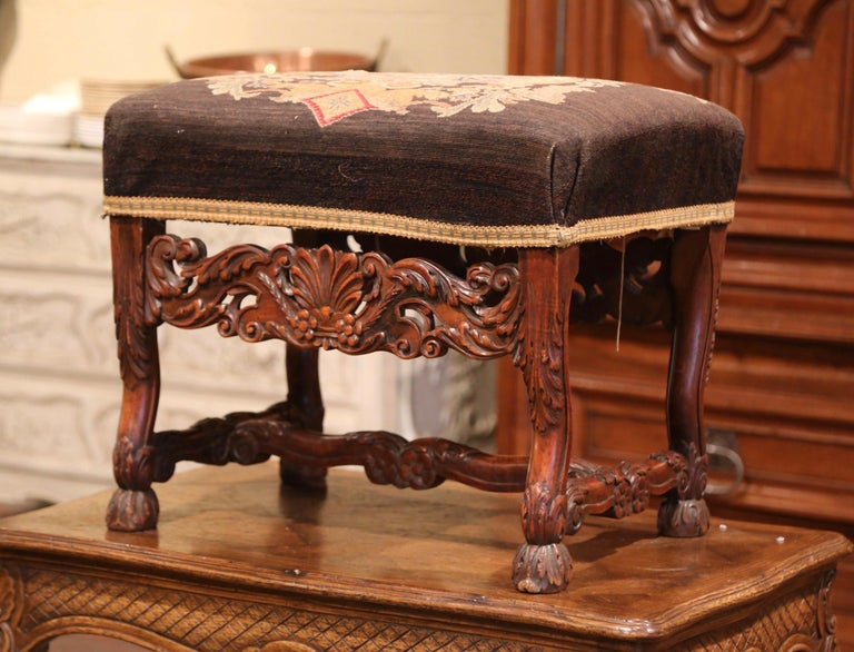19th Century French Louis XIV Carved Walnut Stool with Needlepoint Tapestry For Sale 1
