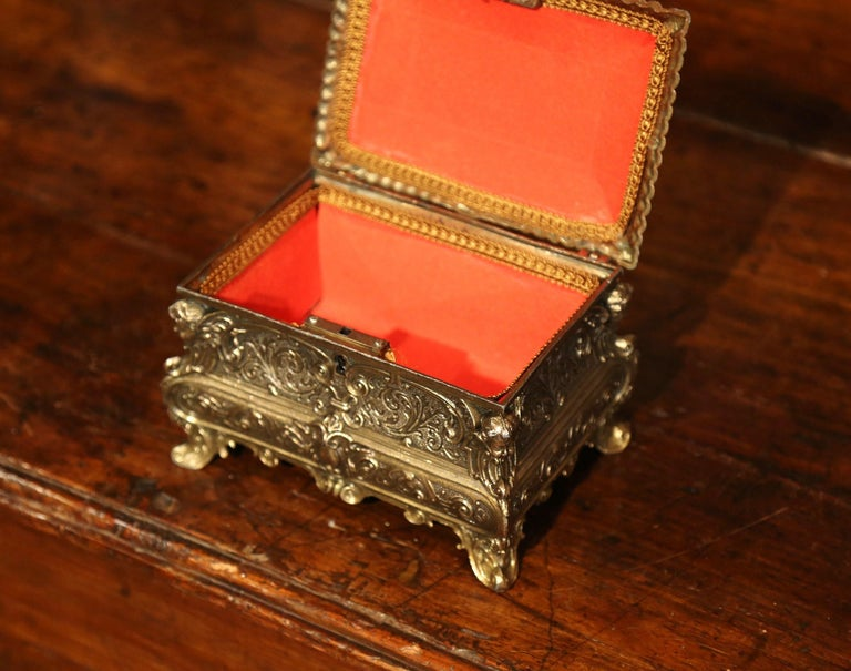 19th Century French Louis XV Brass Plated Bombe Jewelry Box with Repousse Decor For Sale 2