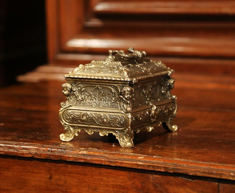 19th Century French Louis XV Brass Plated Bombe Jewelry Box with Repousse Decor For Sale 3