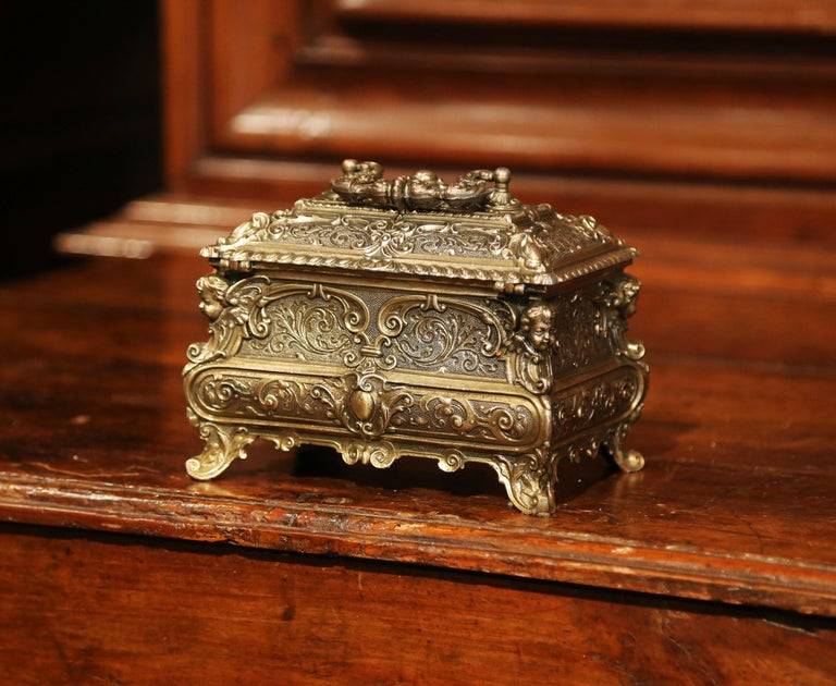 19th Century French Louis XV Brass Plated Bombe Jewelry Box with Repousse Decor For Sale 5