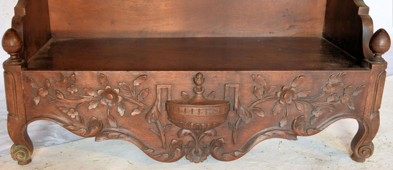 19th Century French Louis XV Carved Walnut Étagère Shelf For Sale 1
