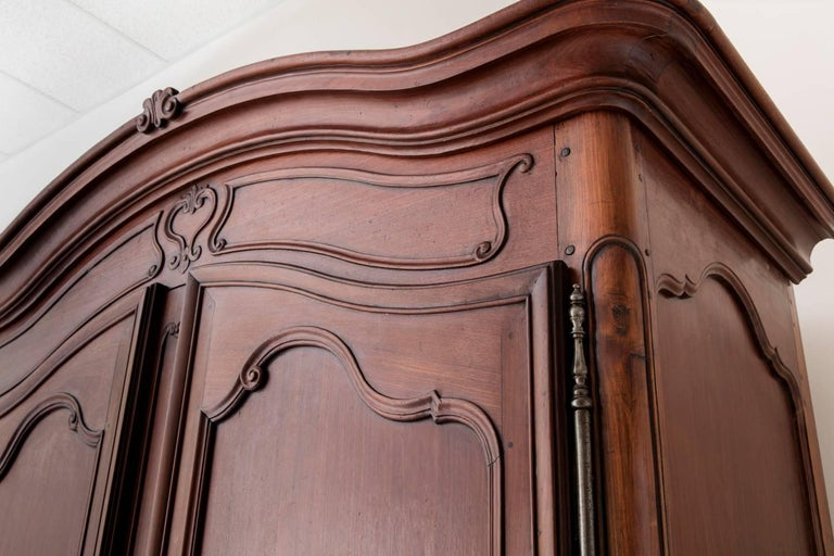 19th Century French Louis XV Style Mahogany Armoire For Sale 1