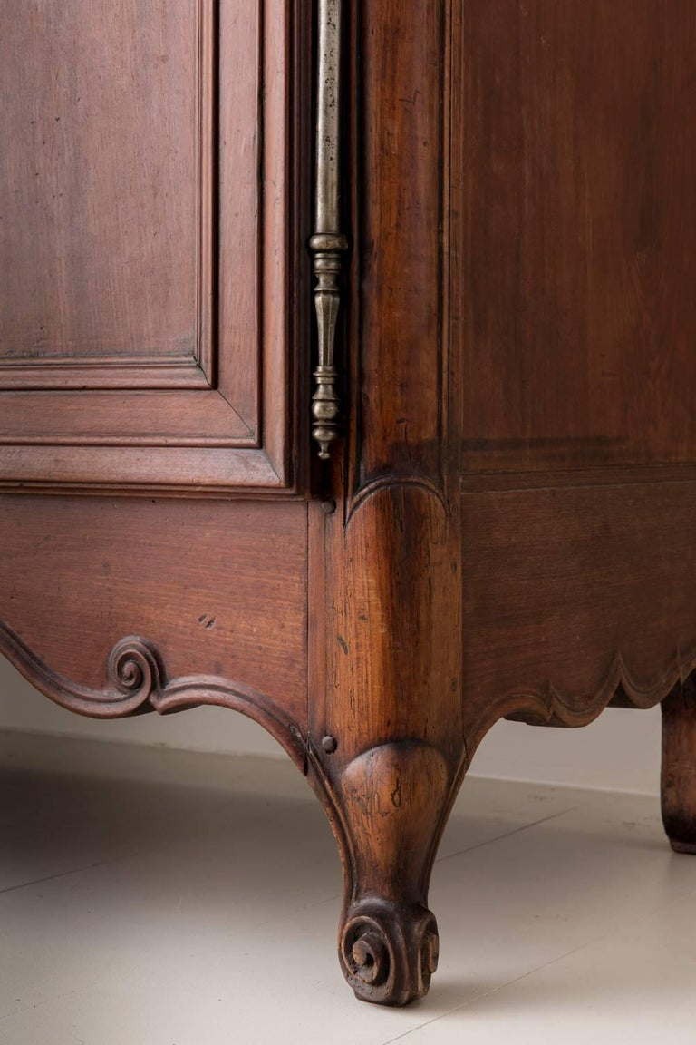 19th Century French Louis XV Style Mahogany Armoire For Sale 3
