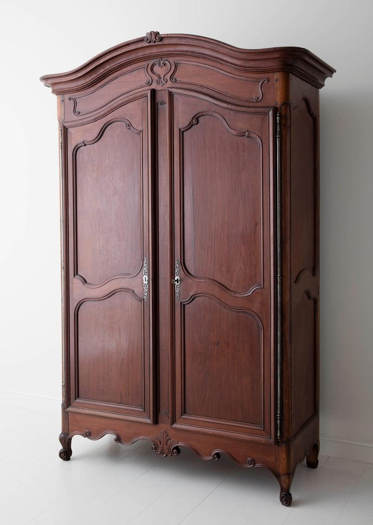 19th Century French Louis XV Style Mahogany Armoire For Sale 4