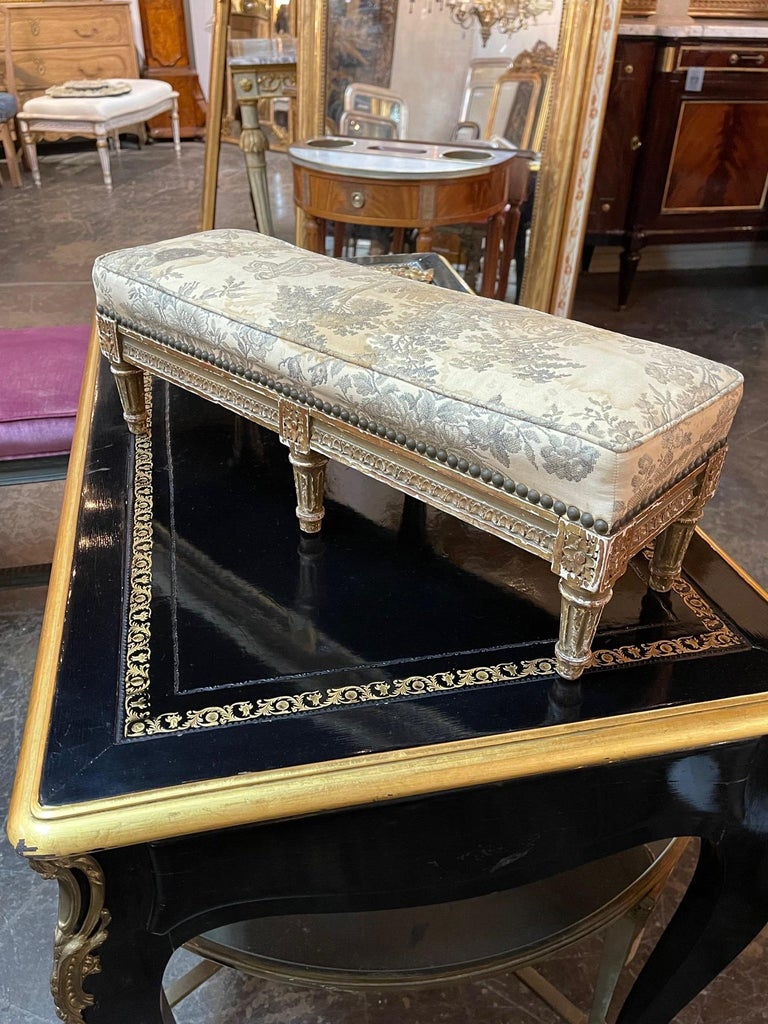 19th Century French Louis XVI Carved and Giltwood Stool For Sale 2