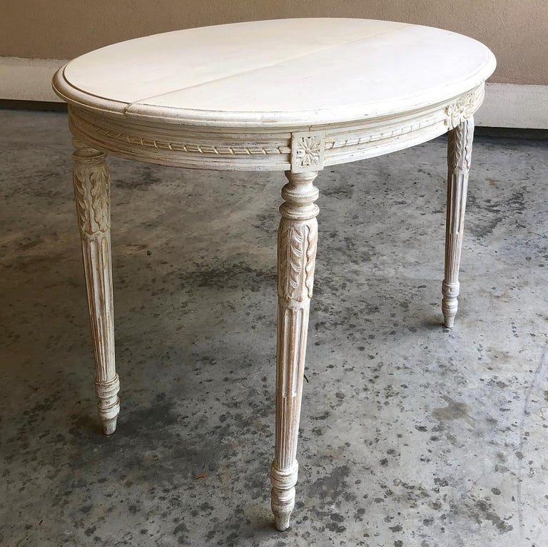 Hand-Carved 19th Century French Louis XVI Oval Painted Center Table For Sale