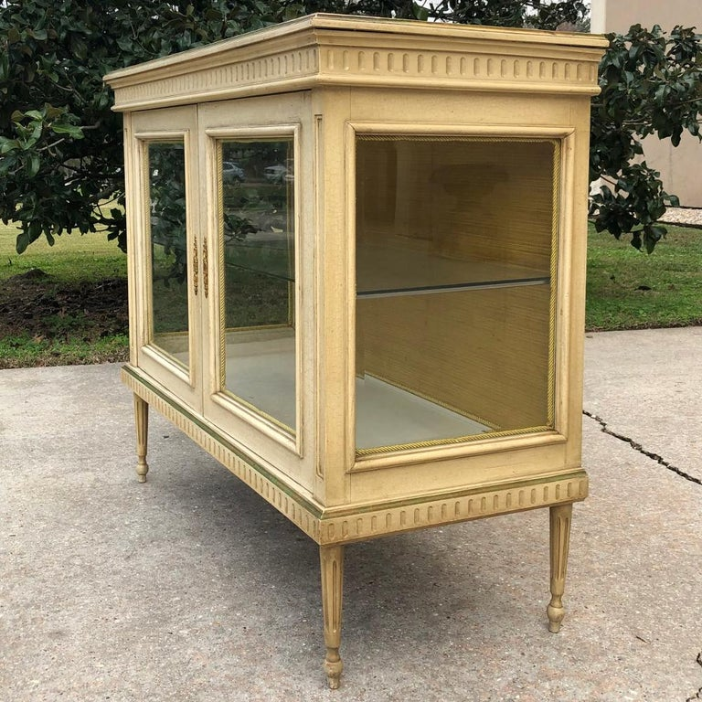 19th Century French Louis XVI Painted Vitrine For Sale 4