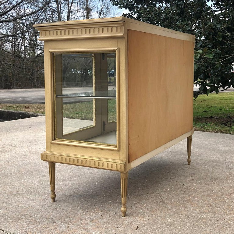 19th Century French Louis XVI Painted Vitrine For Sale 5