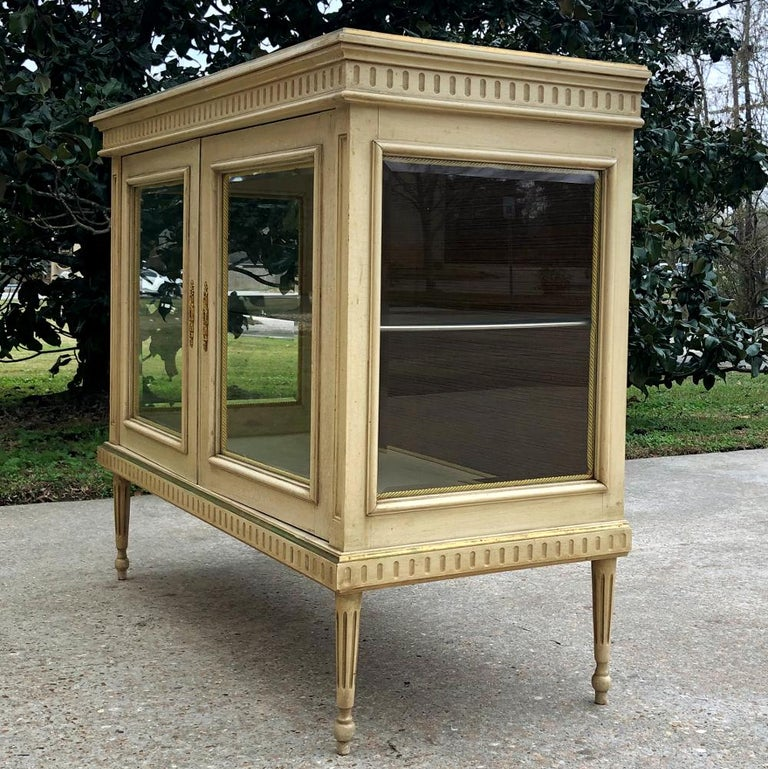 Hand-Crafted 19th Century French Louis XVI Painted Vitrine For Sale