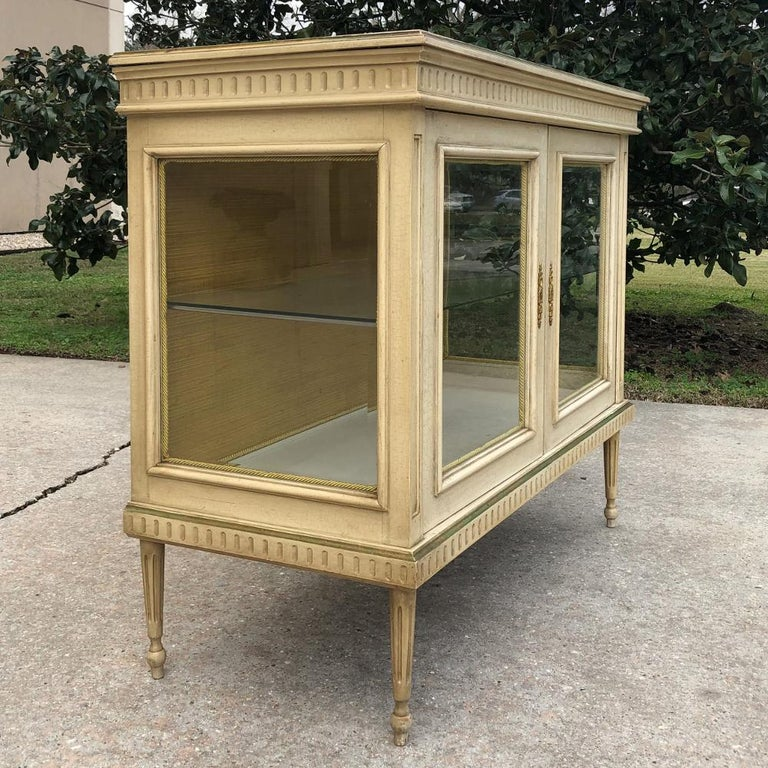 19th Century French Louis XVI Painted Vitrine In Good Condition For Sale In Dallas, TX