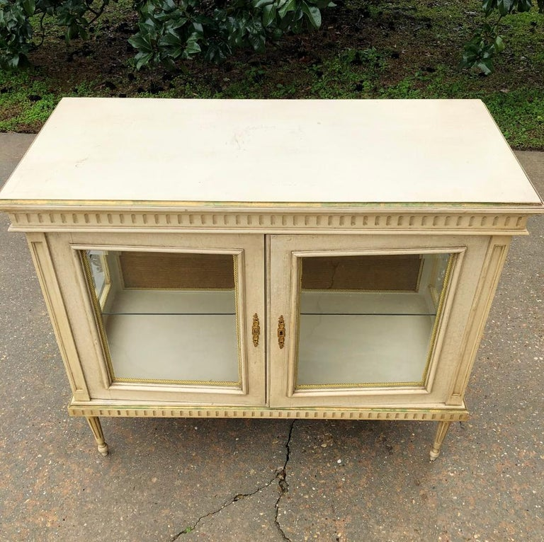 19th Century French Louis XVI Painted Vitrine For Sale 3