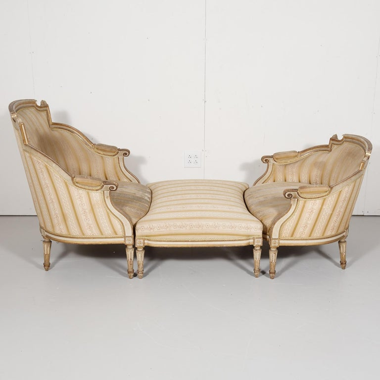 19th century French Louis XVI style painted and parcel gilt duchesse brisée or chaise lounge having typical neoclassical elements and raised on turned toupie feet, retaining the original painted and parcel gilt finish, circa 1880s. The name