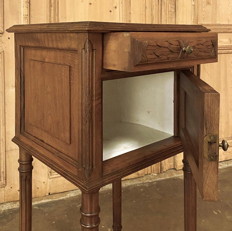 19th Century French Louis XVI Walnut Marble Top Nightstand For Sale 5