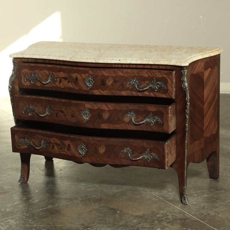19th Century French Marble-Top Serpentine Commode In Good Condition For Sale In Dallas, TX