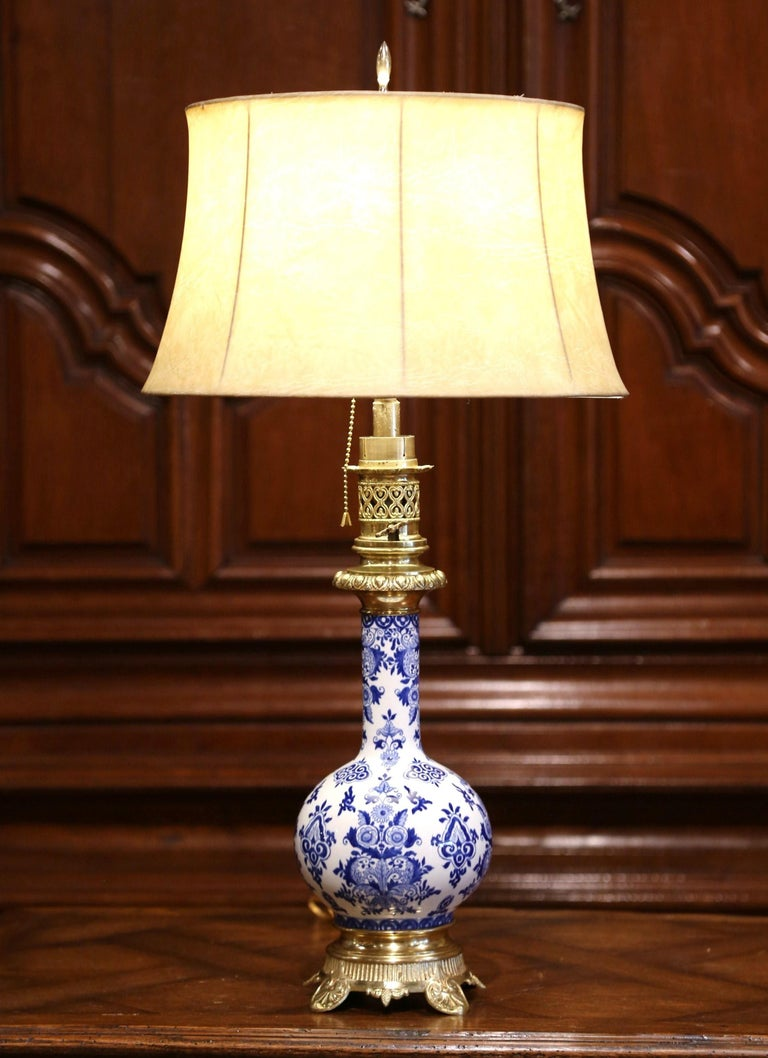 19th Century French Napoleon III Painted Porcelain and Bronze Converted Oil Lamp In Excellent Condition For Sale In Dallas, TX
