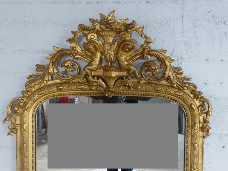 Beautiful mirror with cherubs in wood and gilded stucco from the Napoleon III period. A very characteristic mirror from the end of the 19th century. Very good quality and condition.