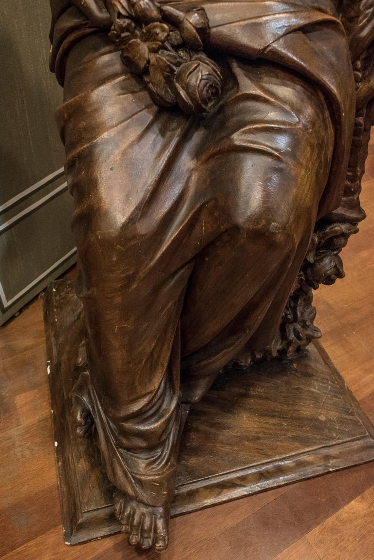 19th  French Sculpture  Napoleón III Walnut Wood , Allegory of Spring In Good Condition For Sale In Valladolid, ES