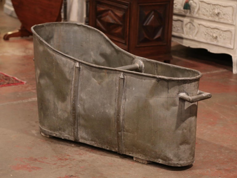 Hand-Crafted 19th Century French Napoleon IIII Patinated Zinc Bath Tub For Sale
