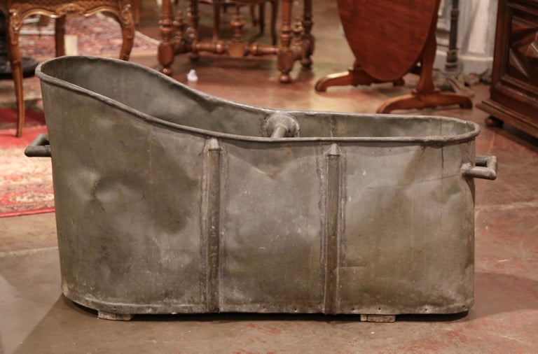 19th Century French Napoleon IIII Patinated Zinc Bath Tub In Excellent Condition For Sale In Dallas, TX