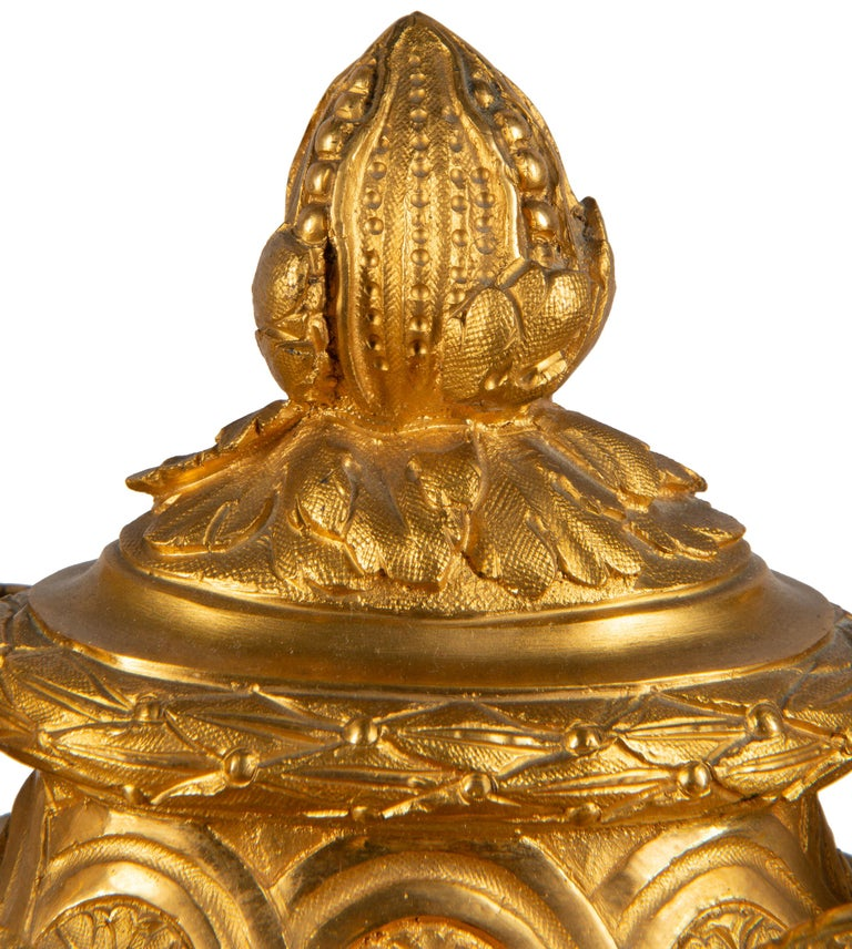 19th Century French Ormolu Urn Shape Mantel Clock In Good Condition For Sale In Brighton, Sussex