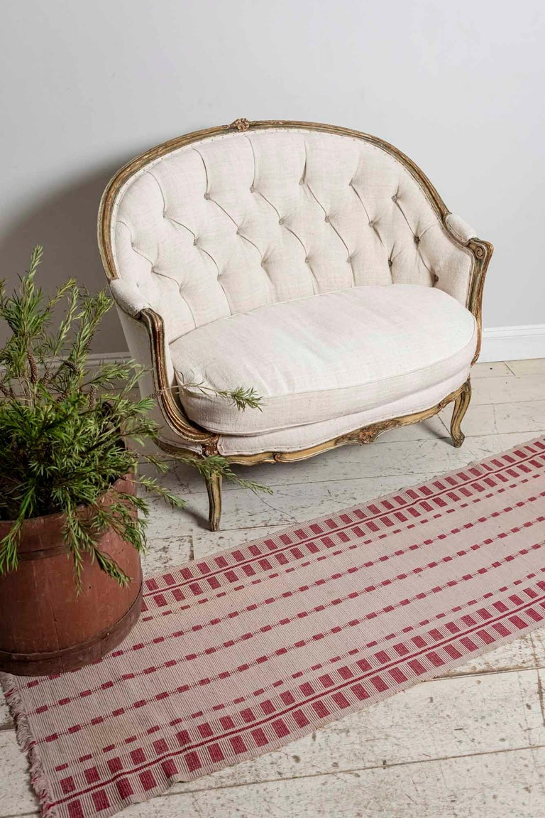 19th Century French Painted Button Backed Linen Two-Seat Carved Curved Sofa For Sale 10