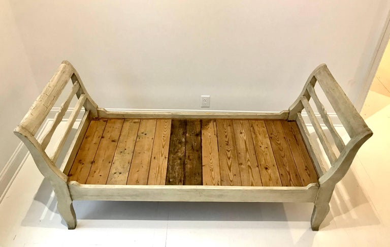 19th Century French Provincial Daybed in Dove Gray Paint For Sale 11