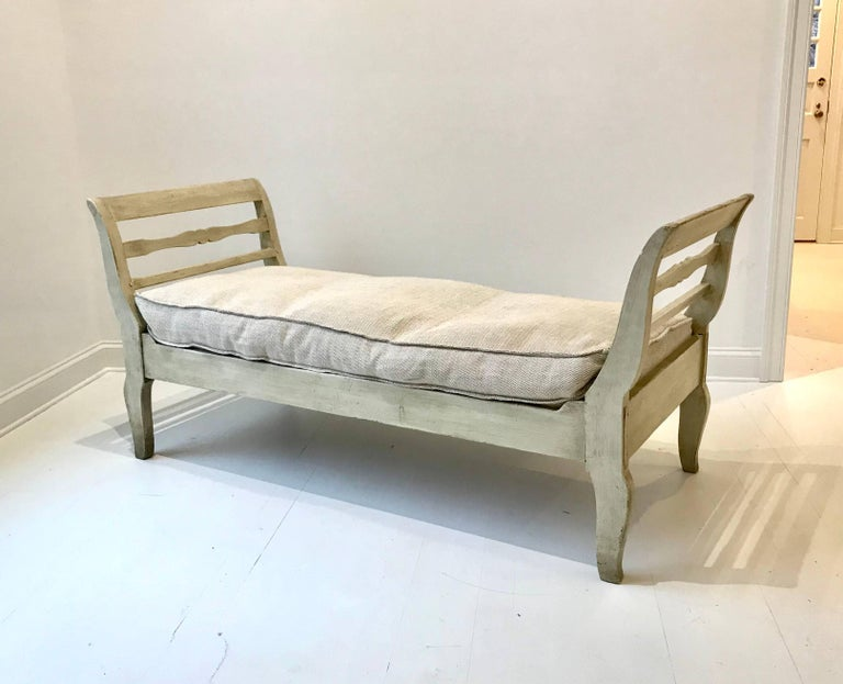 Mid-19th Century 19th Century French Provincial Daybed in Dove Gray Paint For Sale