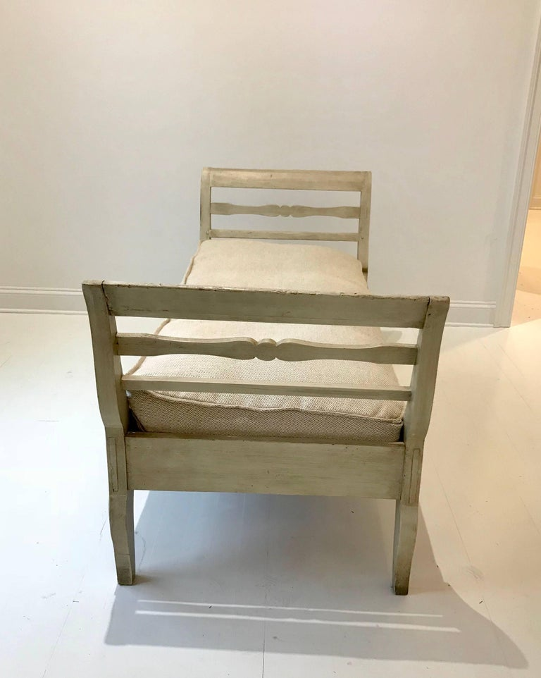 19th Century French Provincial Daybed in Dove Gray Paint For Sale 6