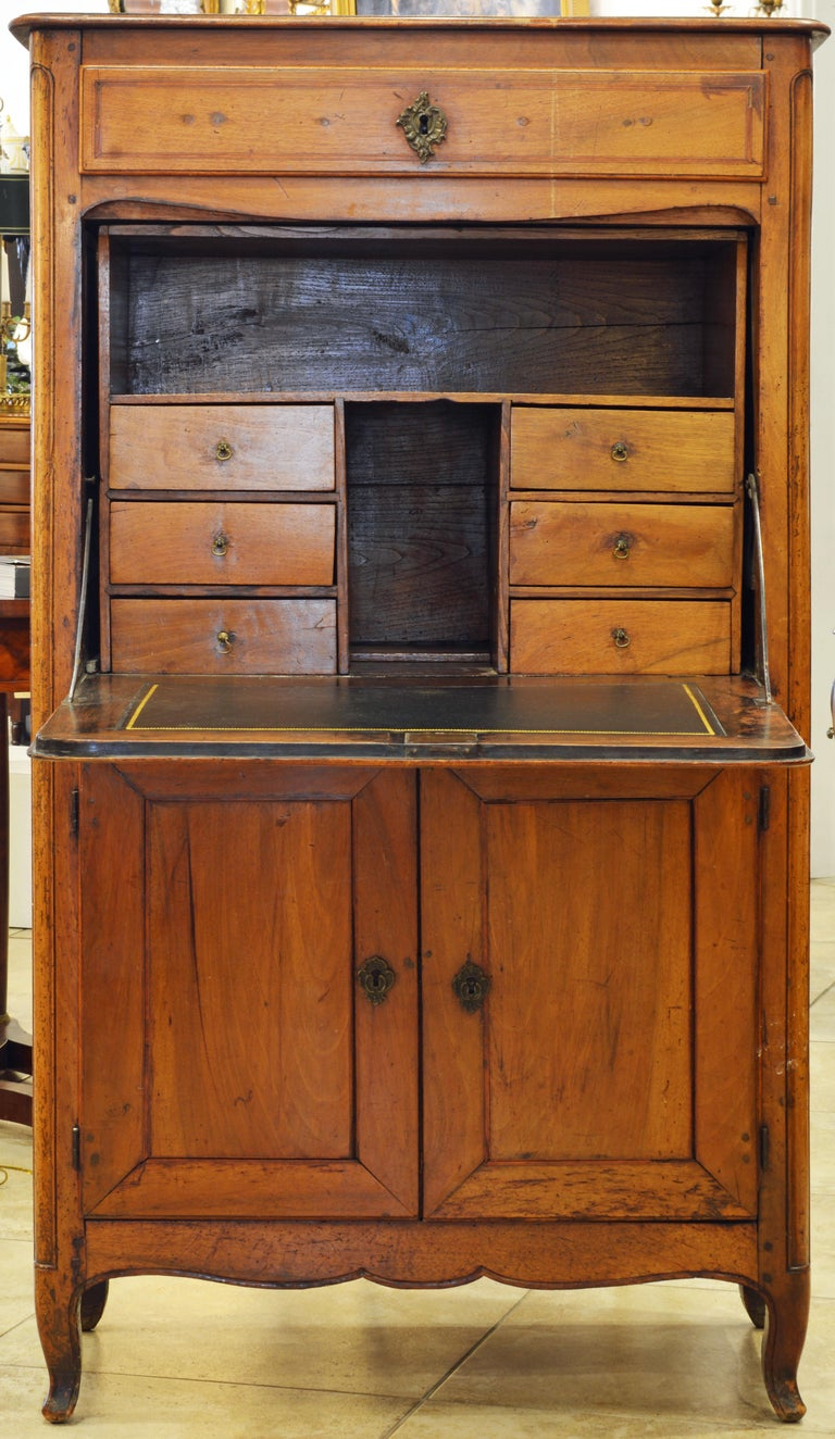 19th Century French Provincial Walnut Secretary Desk or Secretaire a Abattant In Good Condition For Sale In Ft. Lauderdale, FL
