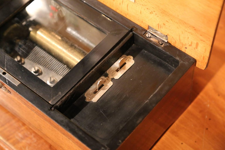 19th Century French Six-Melody Cylinder Crank Music Box in Good Working Order For Sale 4