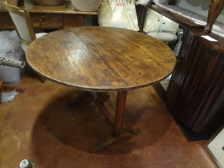 19th Century French Walnut Wine Tasting Table For Sale 5