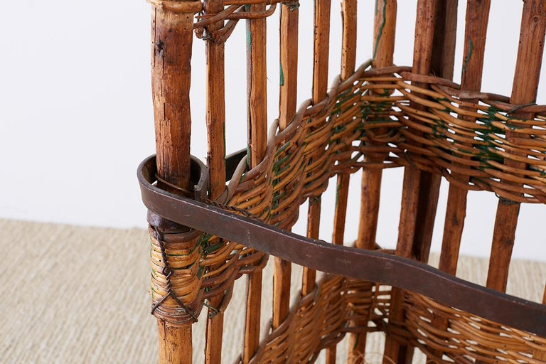 19th Century French Wicker Harvest Display Basket For Sale 1