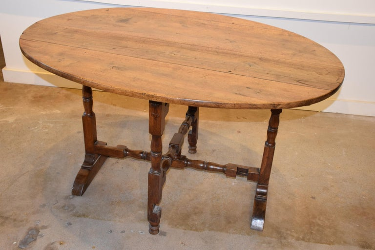 French wine tasting table, also known as a vendage or vigeron table, which was once used in the vineyards of France for tasting wine or enjoying a meal. This table would be suitable for use in a breakfast area or wine cellar. Featuring a tilt-top,