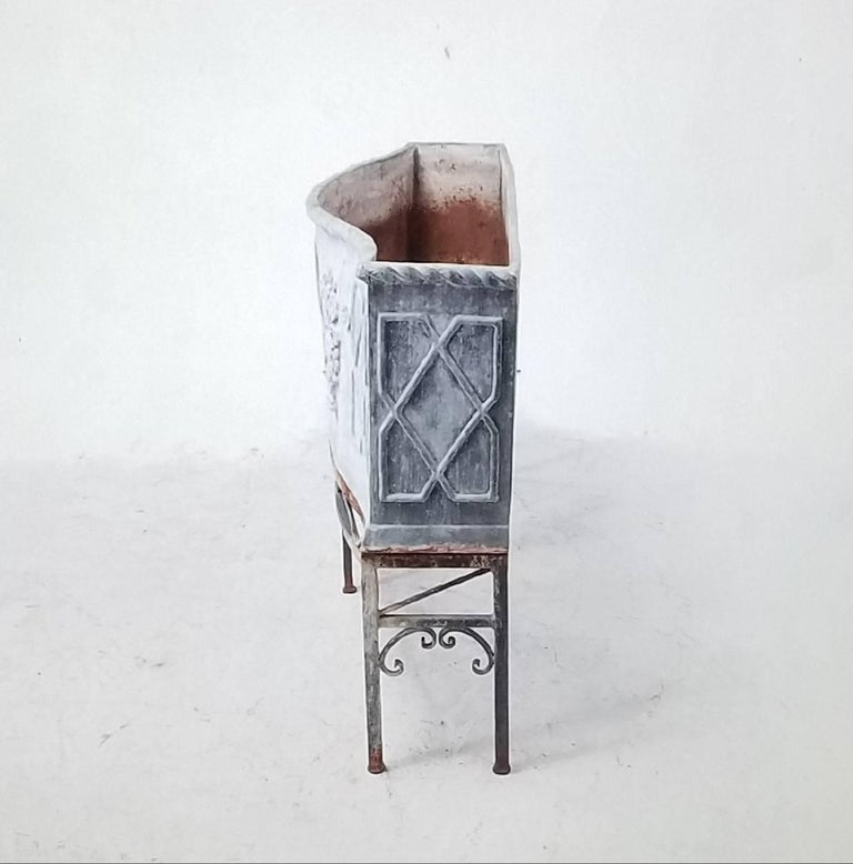 19th Century George 111 Serpentine Lead Planter on Iron Stand In Good Condition For Sale In Cardiff, CA