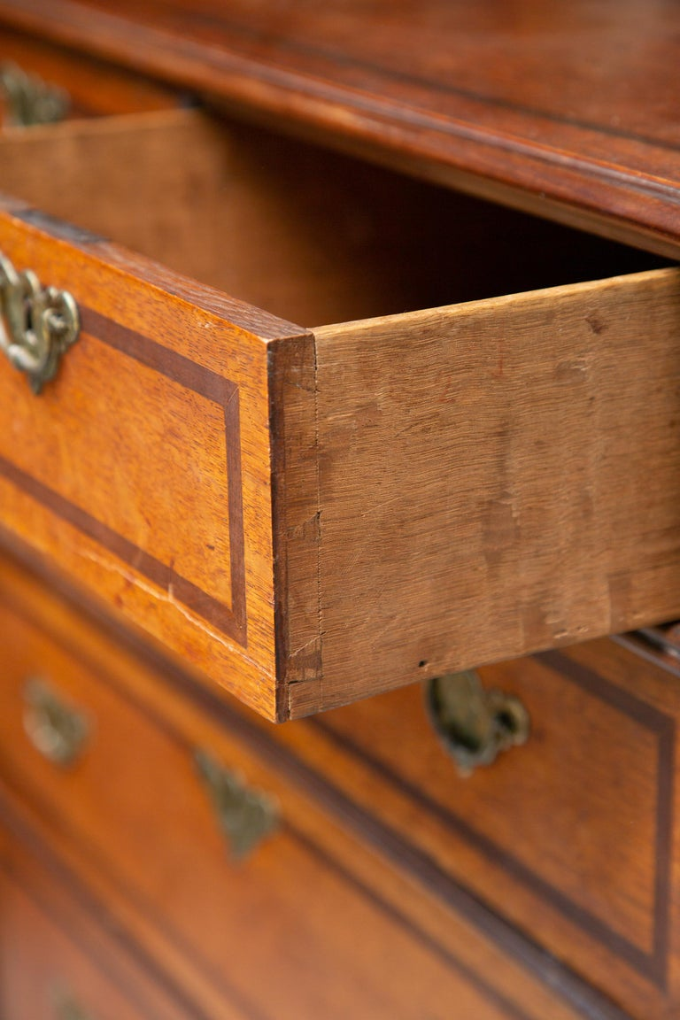 19th Century George III Style English Oak and Inlaid Chest of Drawers In Good Condition For Sale In WEST PALM BEACH, FL