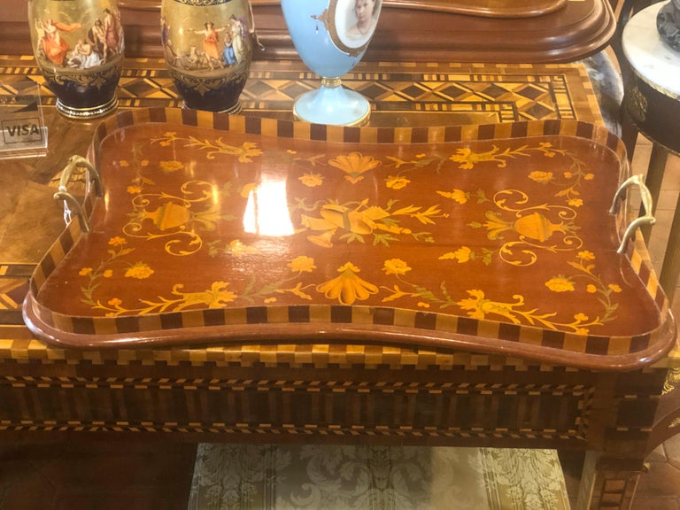 England Georgian tray tables, early 19th century, in mahogany and inlaid in fruitwood to floral motifs. In excellent state of conservation.