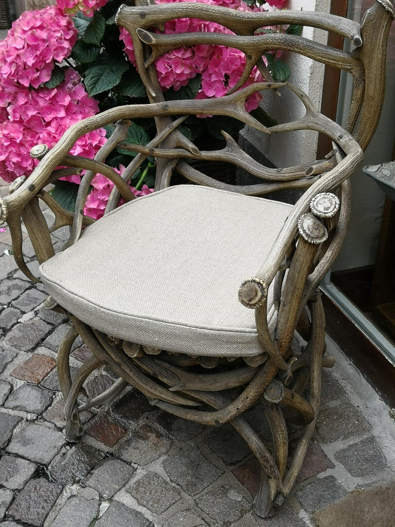 19th Century German Black Forest Antler Trophy Armchair In Good Condition For Sale In Kitzbuhel, AT