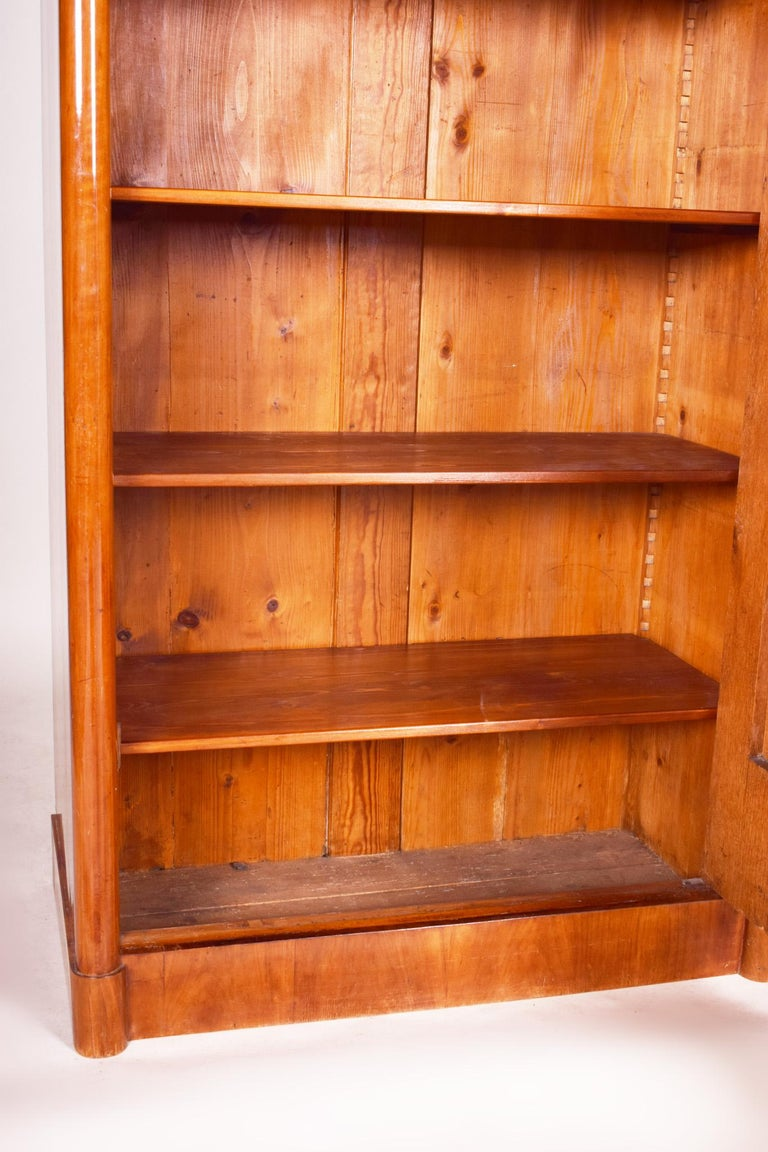 19th Century German One-Door Biedermeier Walnut Wardrobe Cabinet Restored, 1840s For Sale 7