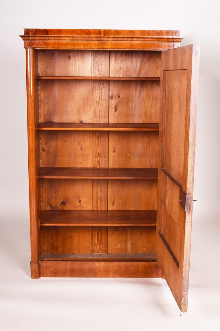 19th Century German One-Door Biedermeier Walnut Wardrobe Cabinet Restored, 1840s For Sale 5