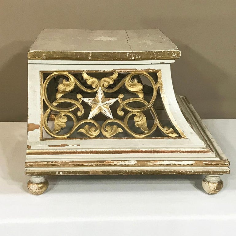 Belle Époque 19th Century Gilded and Painted Wood Pedestal For Sale