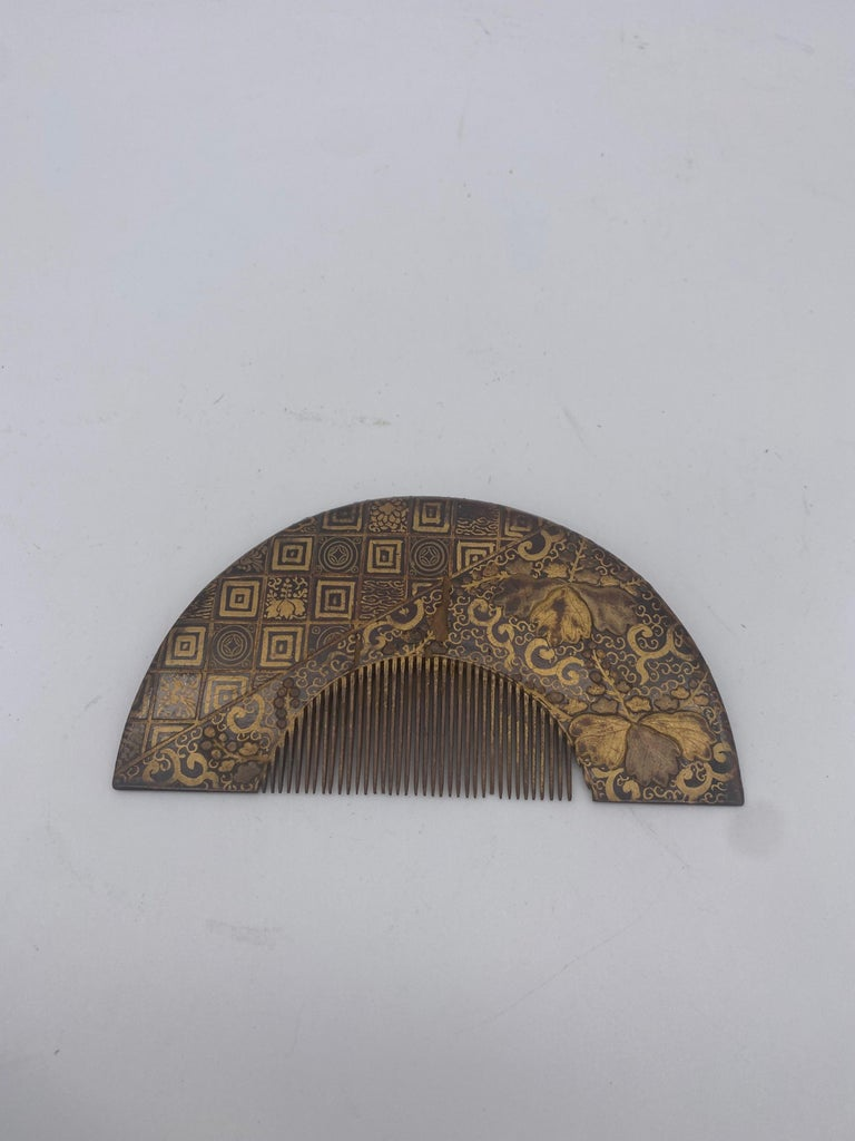 19th century gilt-decorated lacquer Chinese comb, very beautiful piece.