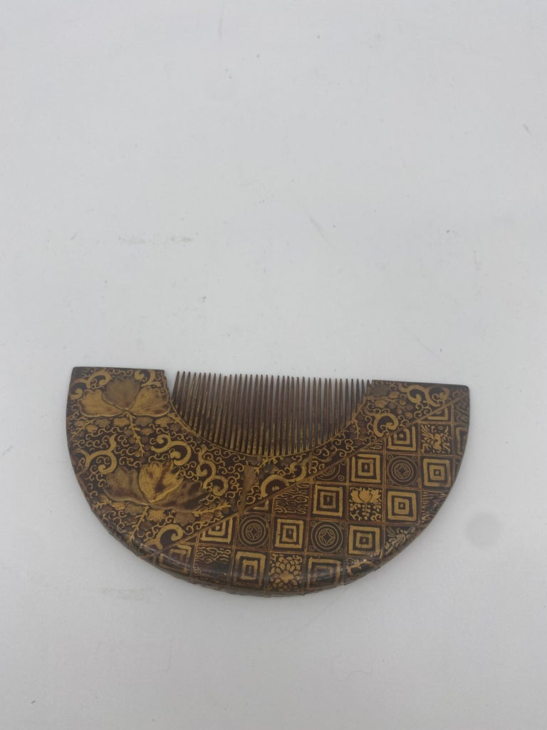 Hand-Carved 19th Century Gilt Lacquer Chinese Comb For Sale