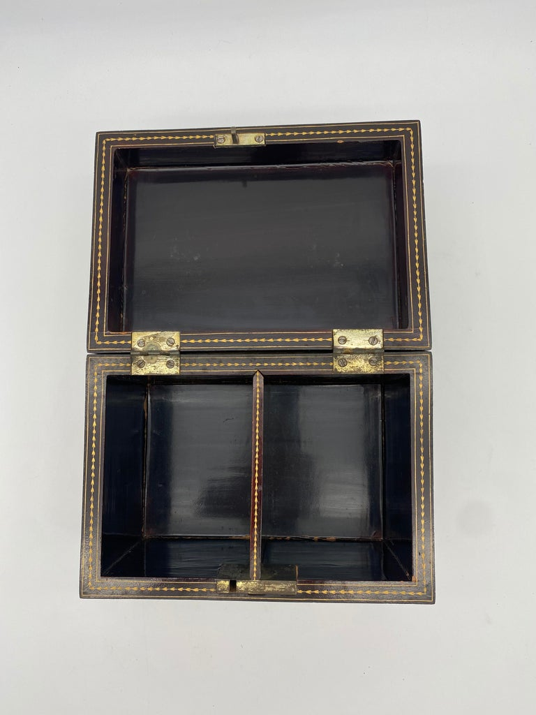 19th Century Golden Black Lacquer Chinese Tea Caddy For Sale 6