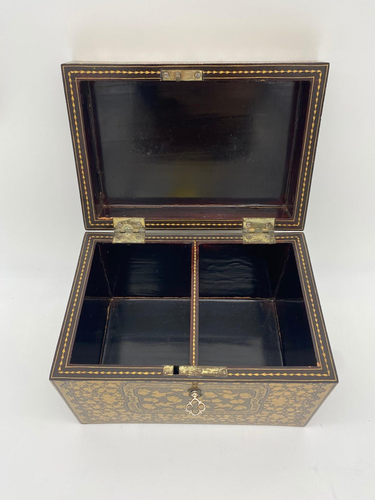 19th Century Golden Black Lacquer Chinese Tea Caddy For Sale 7