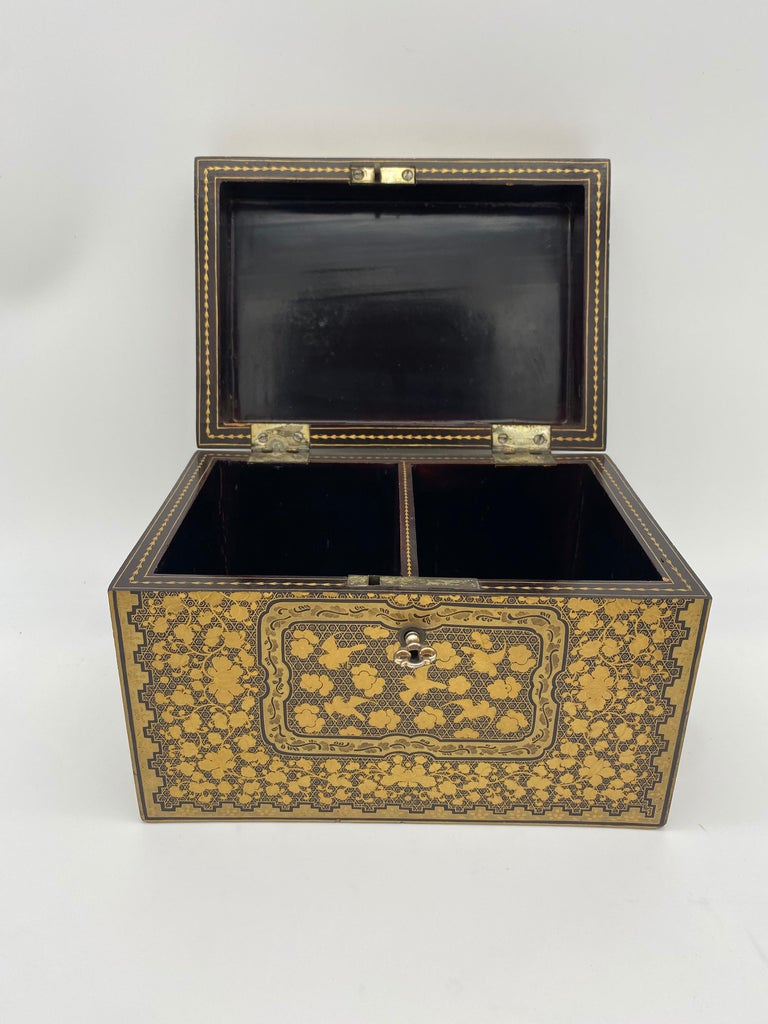 19th Century Golden Black Lacquer Chinese Tea Caddy For Sale 8