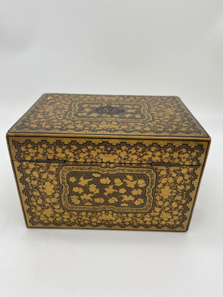 19th century lift-lid gilt-decorated goldenblack lacquer Chinese tea caddy, small and beautiful piece.