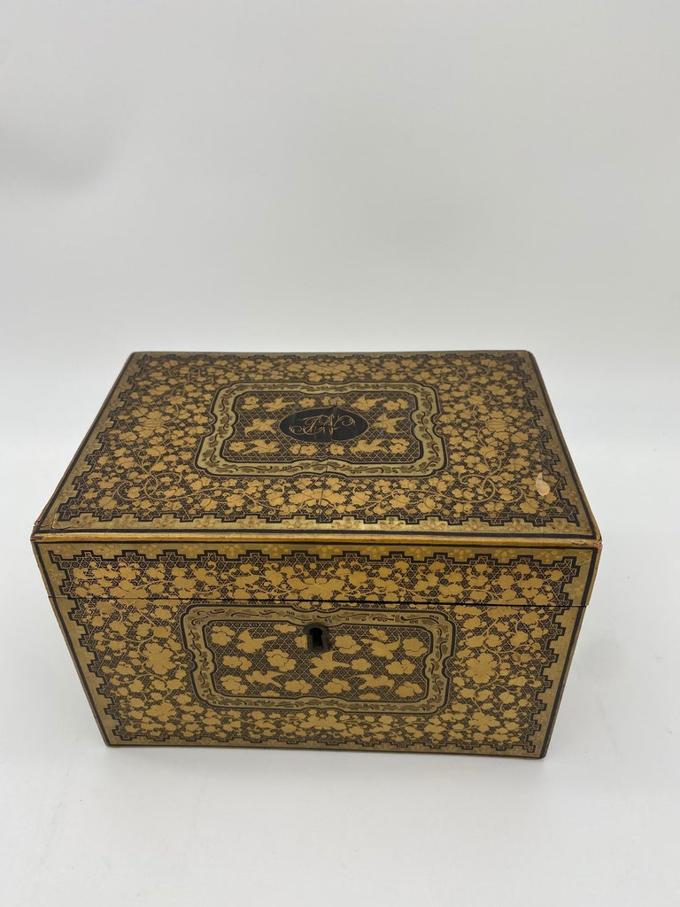Qing 19th Century Golden Black Lacquer Chinese Tea Caddy For Sale