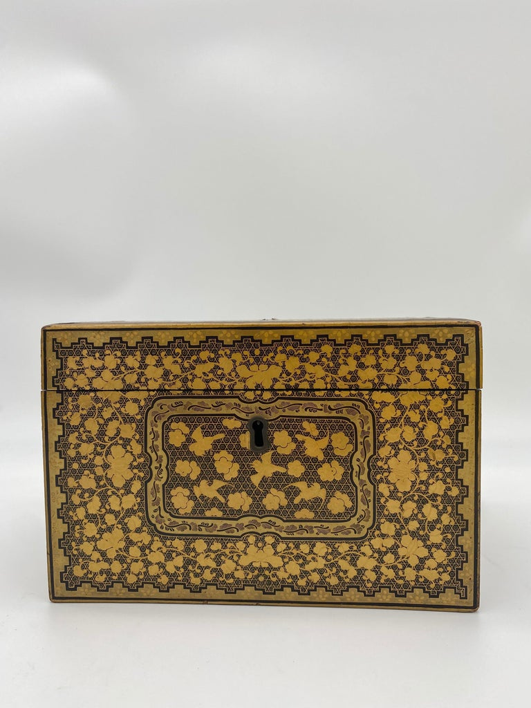 Hand-Carved 19th Century Golden Black Lacquer Chinese Tea Caddy For Sale